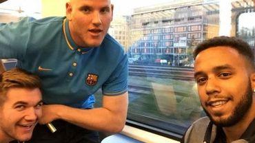 Anthony Sadler, Alek Skarlatos et Spencer Stone, dans le Thalys Amsterdam-Paris, quelques instants avant qu'ils ne maîtrisent le forcené.