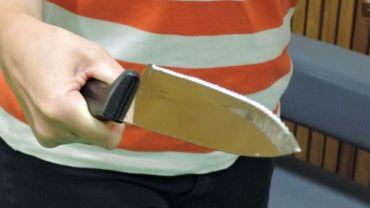 Un Français a reçu plusieurs coups de couteau.