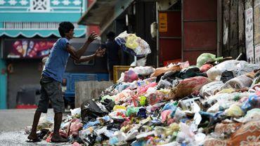 Une pile d'ordures dans une rue de Colombo, le 18 avril 2017