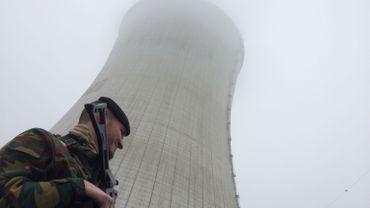 Depuis ce vendredi matin, les militaires du 4e génie d'Amay surveillent la centrale nucléaire de Tihange, près de Huy.