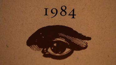 """le chef-d'œuvre de George Orwell """"1984"""" reparaît jeudi prochain chez Gallimard dans une nouvelle traduction dont l'ambition est """"de restituer la terreur dans toute son immédiateté""""."""