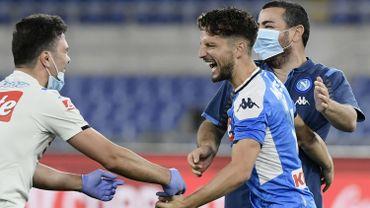 Naples a remporté la Coupe d'Italie de football en battant la Juventus aux tirs au but (4-2) mercredi, en finale, à Rome. Le temps réglementaire s'était achevé sur le score de 0-0. Dries Mertens, meilleur buteur de l'histoire de Naples depuis son but en demi-finale contre l'Inter, a été remplacé par Milik à la 67e minute.