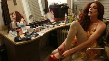 """Yossale, drag-queen israélien se prépare pour son spectacle dans un bar gay de Jérusalem, le """"Video"""", le 23 février 2016"""