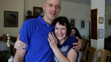 Salah Hamouri, un avocat franco-palestinien, libéré par Israël après plus d'un an de détention, rejoint sa mère Denise au domicile familial à Jérusalem-Est, le 30 septembre 2018