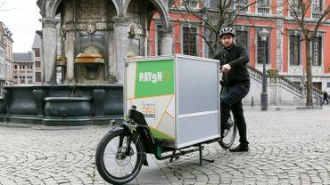 Le vélo-cargo de Rayon9 et son coursier, Antony Savo