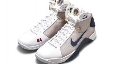Une paire de baskets créée par Barack Obama bientôt aux enchères.