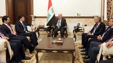 Le Premier ministre irakien Haider al-Abadi a reçu le chef du gouvernement du Kurdistan irakien Netchirvan Barzani pour la première fois depuis la tentative avortée de la région autonome de faire sécession, le 20 janvier 2018. Photo diffusée par le bureau du Premier ministre irakien
