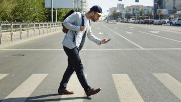 Les passages piétons et l'utilisation du smartphone représentent deux dangers potentiels en ville.