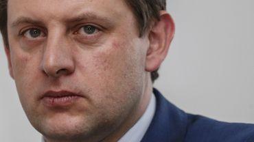 Près de neuf chantiers de construction sur dix contrôlés en février sur le plan du dumping social n'étaient pas en ordre, indique le secrétaire d'Etat à la Lutte contre la fraude John Crombez (sp.a)