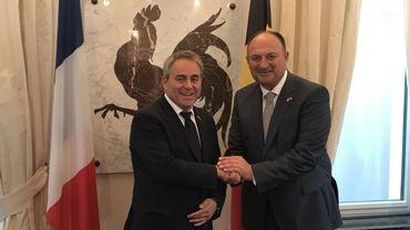 Accord de coopération signé entre les présidents des Hauts-de-France et de Wallonie sous le regard du Coq hardi et le voisinage de la bannière française