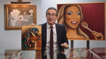 Le présentateur John Oliver a décidé de mettre sa collection d'art à la disposition de cinq musées américains.