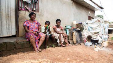 Ernestine Acha, 34 ans, déplacée du nord-ouest de Batibo, pose pour une photo le 1er octobre 2019 dans le quartier Emana à Yaoude où elle est actuellement hébergée.