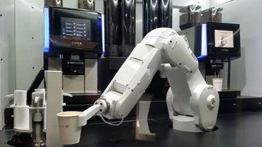 le robot qui vous vend la tasse de caf deux fois moins cher qu 39 un barman humain. Black Bedroom Furniture Sets. Home Design Ideas