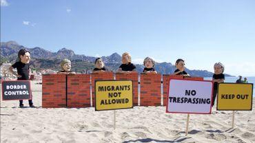Des manifestants Oxfam tentent de faire entendre leurs revendications en marge du G7.