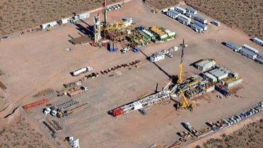 Photo fournie le 11 juillet 2013 par la société YPF montrant l'usine de Vaca Muerta, considérée comme le plus gros dépôt de pétrole de schiste au monde