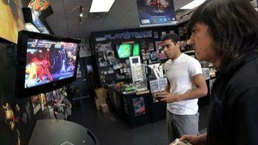 Des hommes s'affrontent dans un jeu vidéo, le 27 juin 2011
