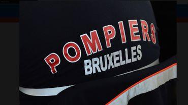 Deux véhicules incendiés sur un terrain vague à Anderlecht