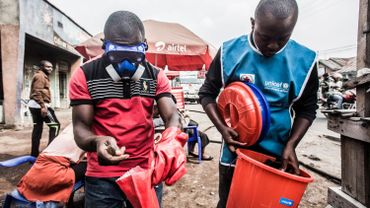 Ebola en RDC: trois médecins soupçonnés du meurtre d'un épidémiologiste de l'OMS placés en détention