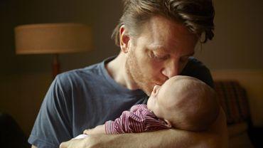 Câliner son bébé ferait de lui un adulte empathique.