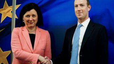 L'Europe veut réglementer Facebook: première visite de Mark Zuckerberg à la nouvelle Commission (Ici avec Vera Jourova, commissaire à la Justice)