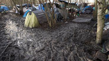 Les conditions dans lesquelles vivent les migrants du camp de Grande-Synthe ont ému les quatre montois venus leur apporter de la nourriture, des vêtements et des couvertures...