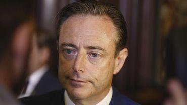 """Nous devons y arriver mais dire que l'on trouvera 8 milliards en deux ans, c'est, je pense, raconter des blagues aux gens"""", a lancé Bart De Wever (N-VA)."""