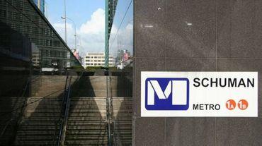 La station de métro Schuman à Bruxelles a été évacuée vers 12h30 jeudi après la découverte d'un colis suspect.