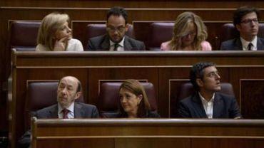 Les députés espagnols votent massivement l'abdication du roi