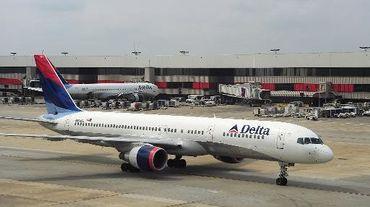 Un avion de la Delta Airlines le 12 septembre 2009 sur le tarmac de l'aéroport d'Atlanta