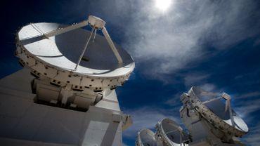 Le documentaire réalisé par Russel Scott s'est choisi comme héros sur Terre les télescopes ultra puissants VLT (Very Large Telescope) et ALMA, qui se trouvent au Chili