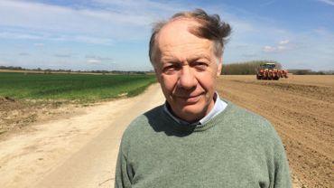 Dans le reportage, Bertrand de Liedekerke, agriculteur et chasseur à Verlaine, explique les dégâts causés par les corbeaux freux et les corneilles noires. (Photo RTBF - M. Mélon).