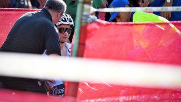 Mathieu van der Poel évacué en civière après une lourde chute