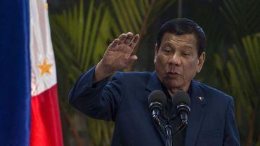 """Philippines: des propos pro-viol du président Duterte justifiés comme une """"bravade"""""""