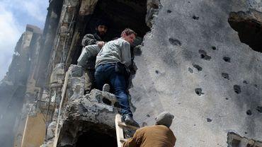Le photographe Tim Hetherington (au centre) en Libye