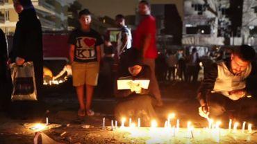 Les Irakiens prient pour les victimes de l'attentat de Baghdad.