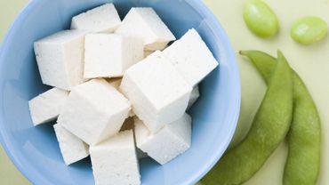 Manger du tofu abaisserait le risque de maladies cardiaques.