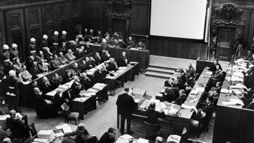 Nuremberg, située en zone d'occupation américaine, était un des symboles du nazisme.