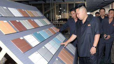 Kim Jong-Un visite une entreprise