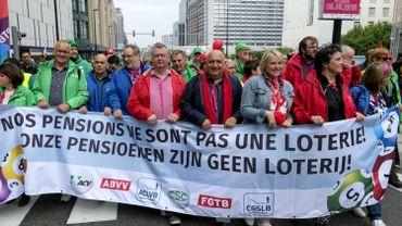 Les syndicats ont défilé en front commun ce mercredi