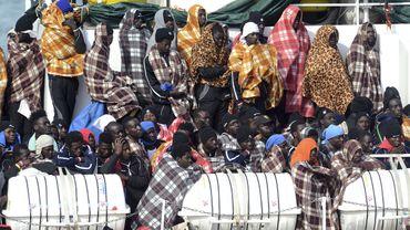 Les migrants arrivant de Libye sont de plus en plus nombreux: reportage à Catane, en Italie