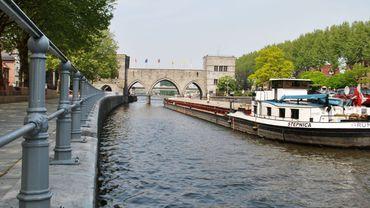 Il faudra élargir les arches du Pont des Trous pour permettre aux péniches à grand gabarit de passer sur l'Escaut