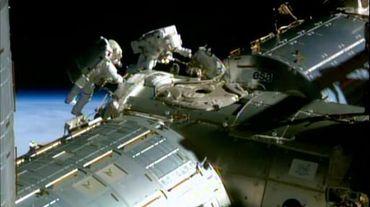 Sortie dans l'espace le 21 février 2015 à partir de la Station spatiale internationale (ISS) pour les astronautes américains Barry Wilmore (g) et Terry Virts