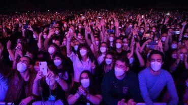 Un concert test à Barcelone a rassemblé 5000 personnes à Barcelone, à la condition de présenter un test négatif à l'entrée et porter un masque FFP2
