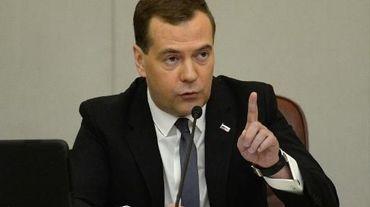 """Le Premier ministre russe Dimitri Medvedev devant la Douma (chambre basse du parlement russe) le 22 avril 2014 à Moscou. Durant son intervention, il a ordonné de """"punir"""" les groupes américains Visa et Mastercard qui ont appliqué des sanctions contre des établissements russes"""