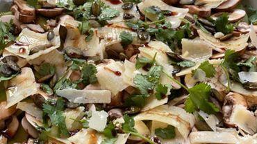 La recette du jour anti-déprime : la salade d'avocat et de champignons de Paris de Julie Andrieu