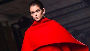 Les cheveux plaqués seront la grande tendance de la saison, comme l'a montré Givenchy à Paris en mars 2020.