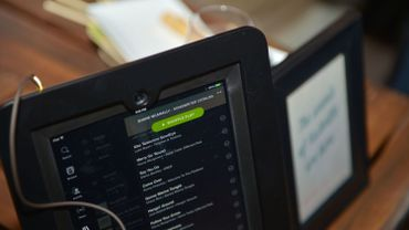 C'est le site spécialisé Music Business Worldwilde qui avait mis le feu aux poudres en accusant Spotify d'inclure dans ses playlists les plus écoutées des chansons composées par des compositeurs fantômes.