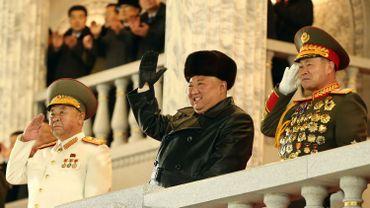 Corée du Nord: parade militaire avec défilé d'un missile balistique