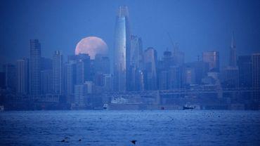 Plus la lune s'éloigne de la Terre, et plus nos journées sont longues