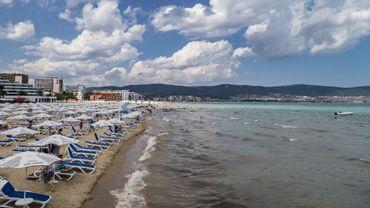Le coronavirus transforme l'Ibiza bulgare, Sunny Beach, en ville fantôme.